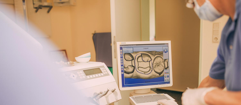 Röntgenaufnahmen für Zahnersatz in einer Sitzung in Themar